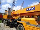 De gebruikte Kraan NK250E van de Vrachtwagen KATO