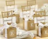 Boîte d'or de faveur de mariage de chaise