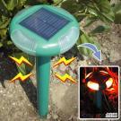 赤いLEDのフラッシュが付いている太陽動力を与えられたヘビ及びモルRepeller