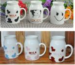 Taza de cerámica de la leche