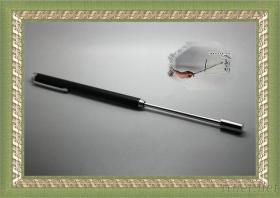 64Cmに望遠鏡のペンを教えるPresentiveの金属