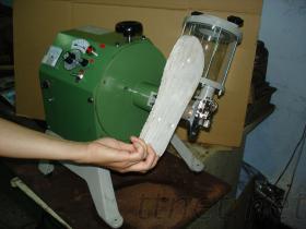 접착성 기계를 적용하는 밀봉하 유형