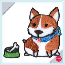Borduurwerk met Geplaatste de Sticker van het Bergkristal - Hond Shiba met het Been van het Vlees