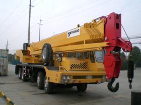 Tadanoのトラッククレーン