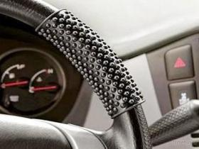 Copertura antiscorrimento del volante