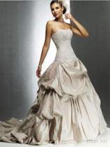 Aラインの恋人のチャペルの列車のタフタのウェディングドレス