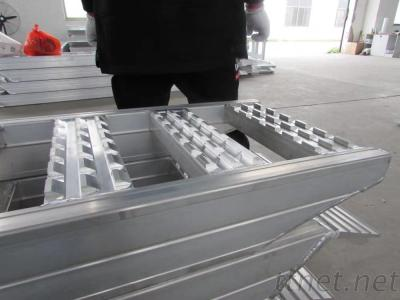 Rubber Tracked Machines Loading Ramps
