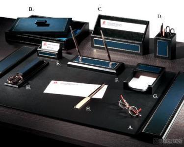Paragon Leather 8 - PC Desk Set