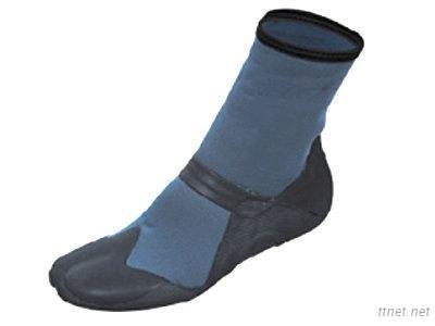 Split Toe Boot