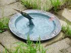 銅製園藝造景蜂鳥日規儀, 餵鳥器, 鳥澡盆