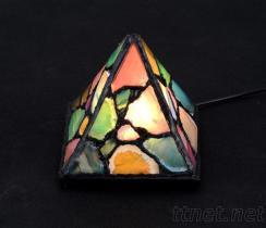 金字塔瑪瑙燈