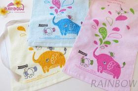 兔與象的嬉戲印花童巾