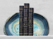 玛瑙书夹, 书架