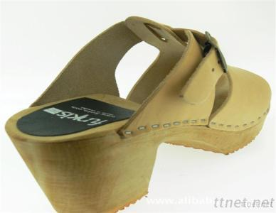 Lady Clog With Square Heel